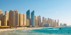 Dubai (Credits: Marrfa via iStock) 15 Milliarden Tonnen Sand werden jährlich verbaut. Zum Vergleich: 15 Mrd. Tonnen Sand sind ca. 10 Mrd. Kubikmeter. Würde man den verbauten Sand eines Jahres in Kisten mit einer einheitlichen Kantenlänge von 1 m packen, könnte man dieses Kisten 26 Mal von der Erde bis zum Mond stapeln.