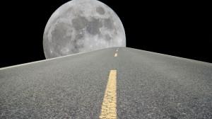 15 Mrd. Tonnen Sand verbraucht die Bauindustrie. Das reicht für eine mehrspurige Autobahn von Erde bis zum Mond - jedes Jahr! Würde man die gleiche Menge Sand in Kisten mit 1m Kantenlänge packen, könnte man diese 26 Mal bis Mond stapeln.